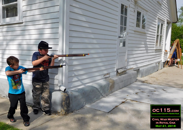 20150528_civil_war_muster_royal_oak_starr_house_kids shooting around corner