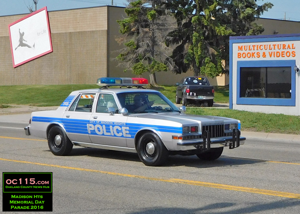 20160528_madison heights parade_old_police_car
