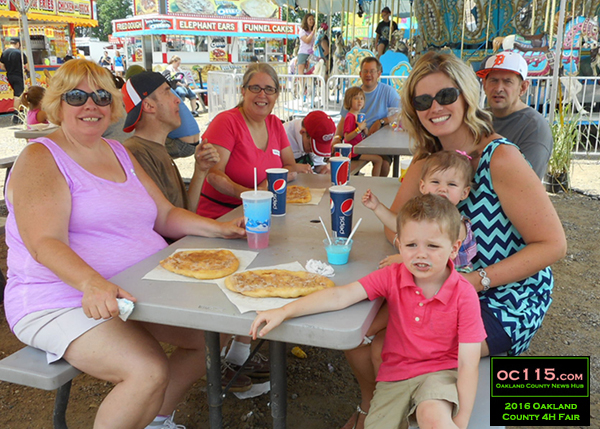 20160716_oakland county fair_2048_happy family