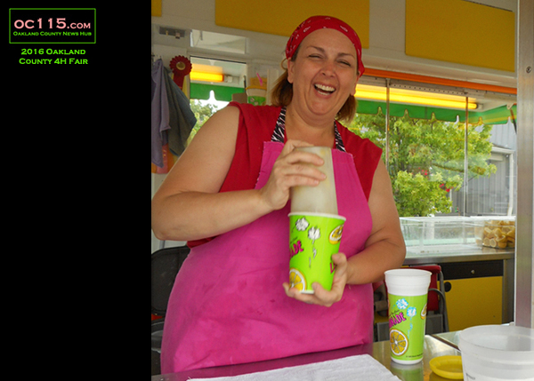20160716_oakland county fair_2057_lemonade lady