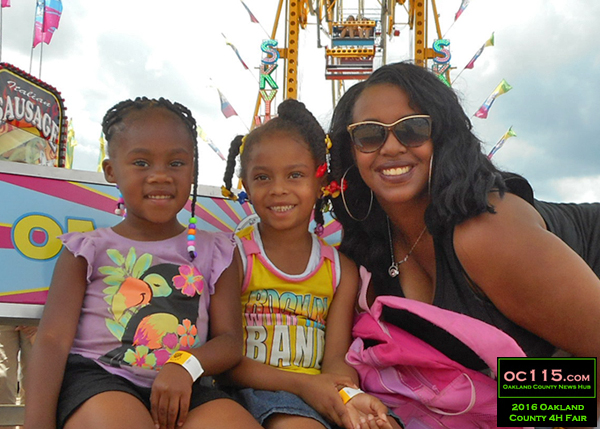 20160716_oakland county fair_2484_sunglasses mom and kids