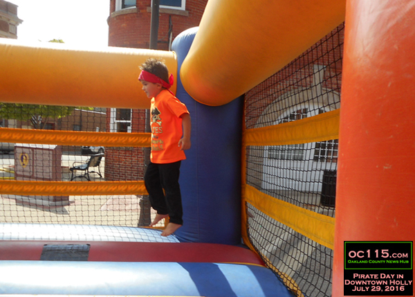 20160801_holly pirate day_ bounce house