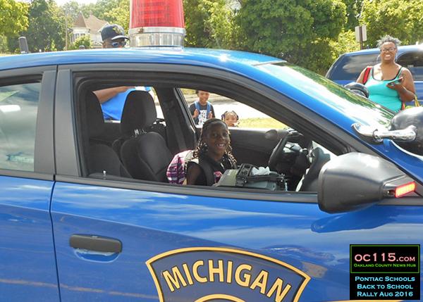 20160807_pontiac back to school_police car kid