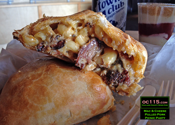 20161004_bruce-crossing-pasties-mac-cheese-pulled-pork-picnic-pasty_01