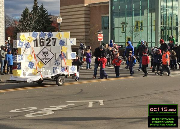 20161120_royal-oak-parade_012-cub-scouts-1627